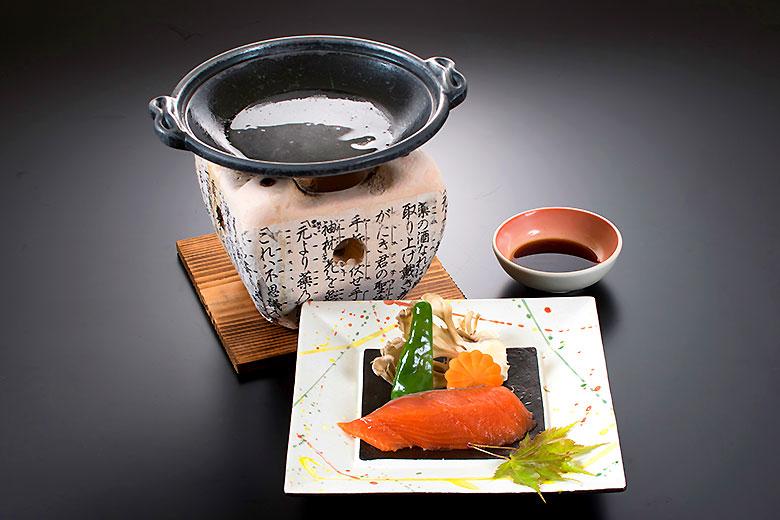 秋鮭の磯焼き陶板仕立て