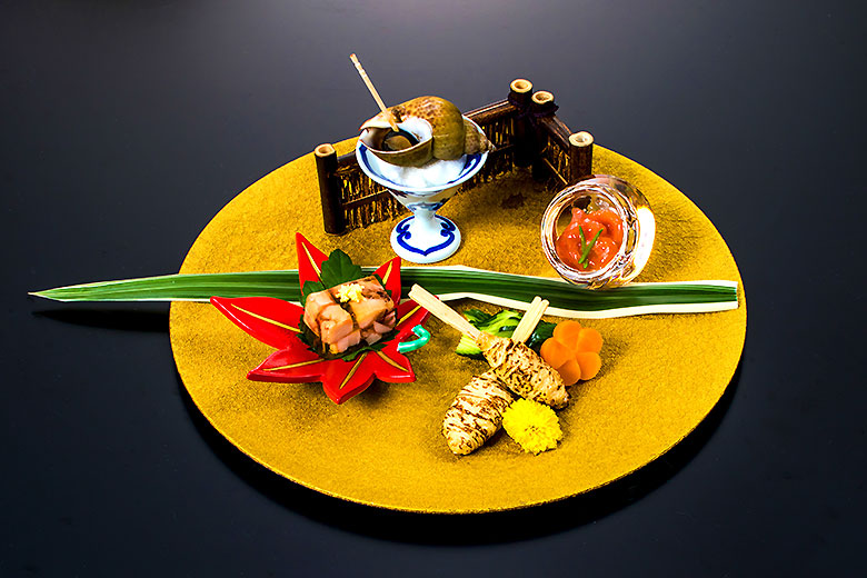【前  菜】黒バイ貝旨煮 蛸煮凝り 他三品