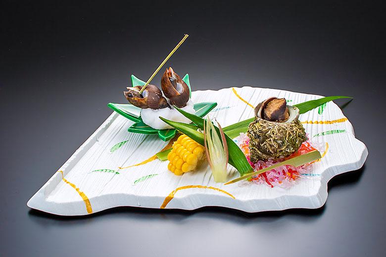 庄内浜のサザエと黒バイ貝盛り合せ 夏野菜添え