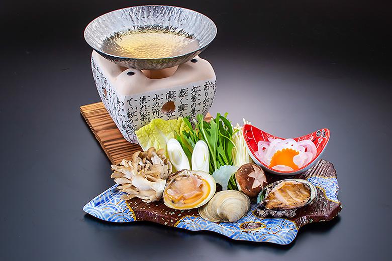 鍋物彩りキノコと活アワビの海鮮鍋  うま味酒塩出し汁