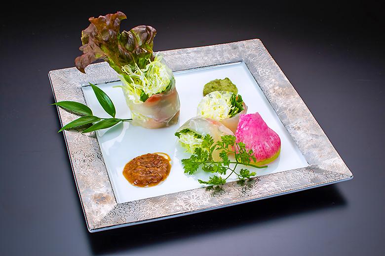 【前   菜】真鯛の生春巻き 3種の和風ソース付
