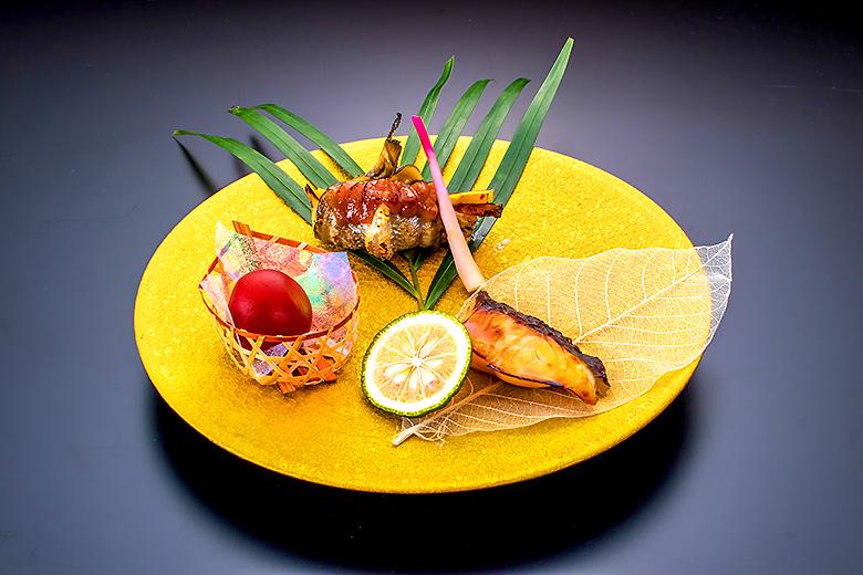 【焼   物】真鯛柚庵焼きとハタハタ野菜巻き田楽の相盛り