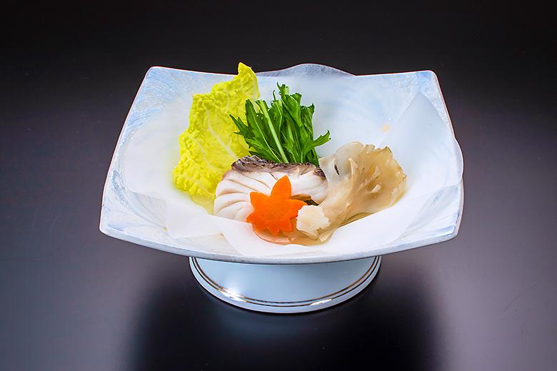 【蒸し物】真鯛お宝包み オリーブ酒蒸し風味